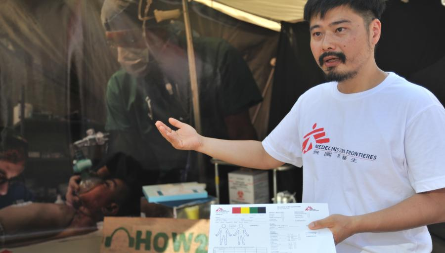 Dr. Fan Ning, Vice President of MSF-Hong Kong, shares his experience of dealing with mass casualty incident at the triage of a front line emergency room in Libya. © Waito Lee/MSF